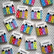 színes házak