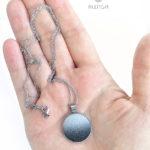 halványszürke-fekete 20 mm nyaklánc