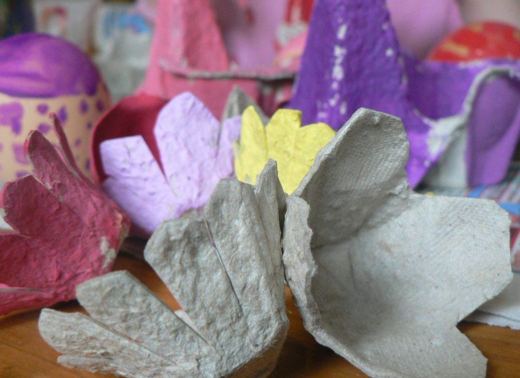 tojástartó virágok és kaspó