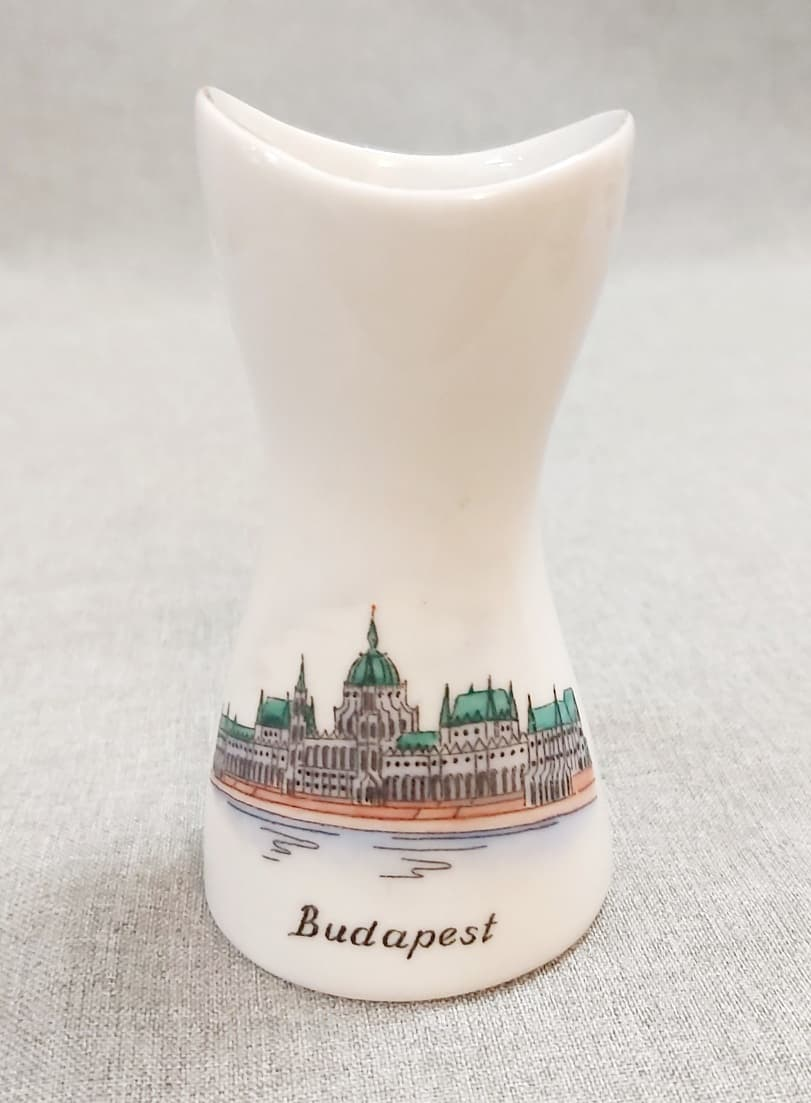 Budapest Parlament retro Aquincum váza