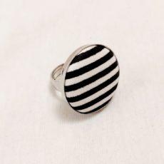 Fekete-fehér csíkos textil gyűrű