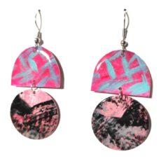 Pink-fekete epoxy fülbevaló