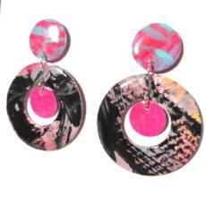 Pink-fekete kör epoxy fülbevaló